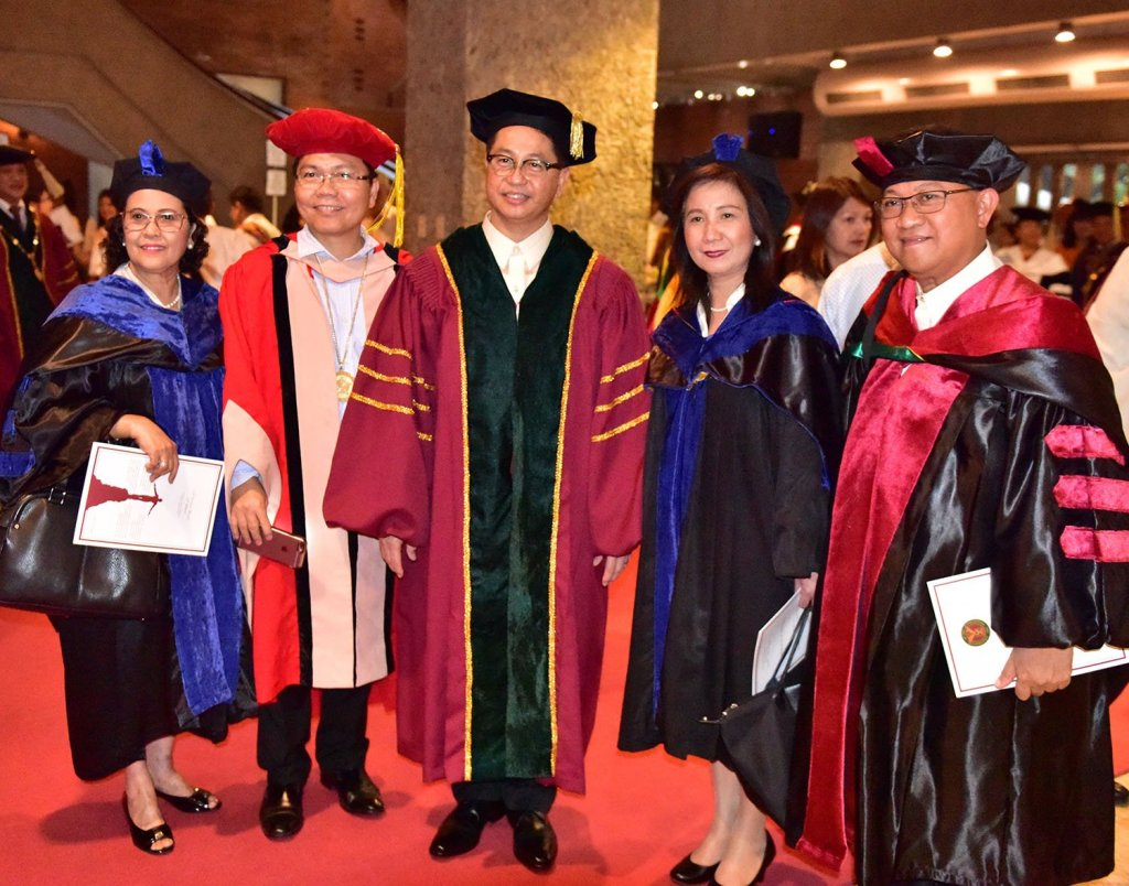 President Concepción (center) with academic leaders of other Philippine universities (Photo by Bong Arboleda, UP MPRO)