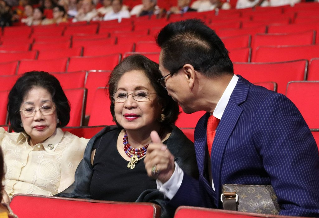 Chief Presidential Legal Counsel Salvador Panelo (far right) chats with Philippine Ombudsman Conchita Carpio Morales (center). (Photo by Bong Arboleda, UP MPRO)