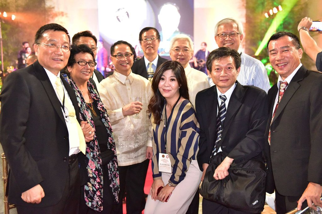 UP President Concepción with academic leaders from local and foreign universities (Photo by Bong Arboleda, UP MPRO)