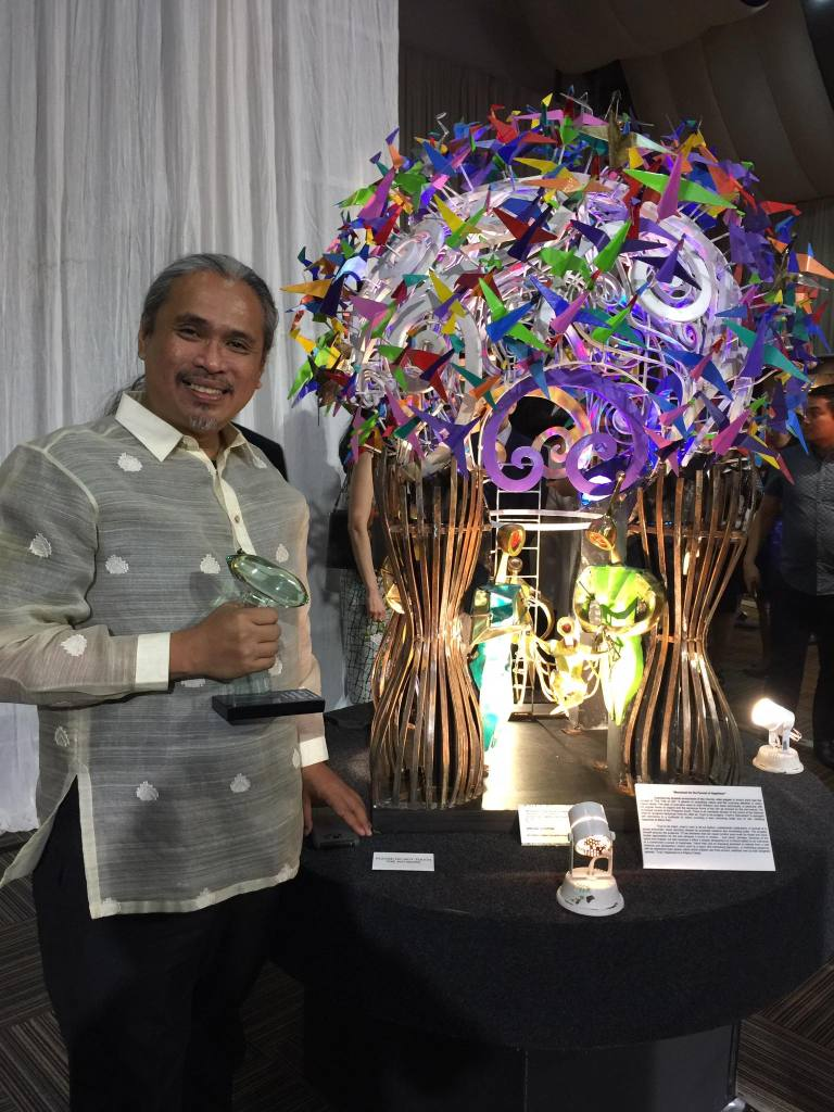 """""""Monument for the Pursuit of Happiness"""" Abdulmari 'Toym' Imao, Jr. SPECIAL CITATION Sculpture Recognition Program Source: MADE (Metrobank Art and Design Excellence) Competition Facebook Account https://www.facebook.com/MADECompetition/photos/a.551683838226995.1073741837.115828015145915/1498724713522898/?type=3&theater"""