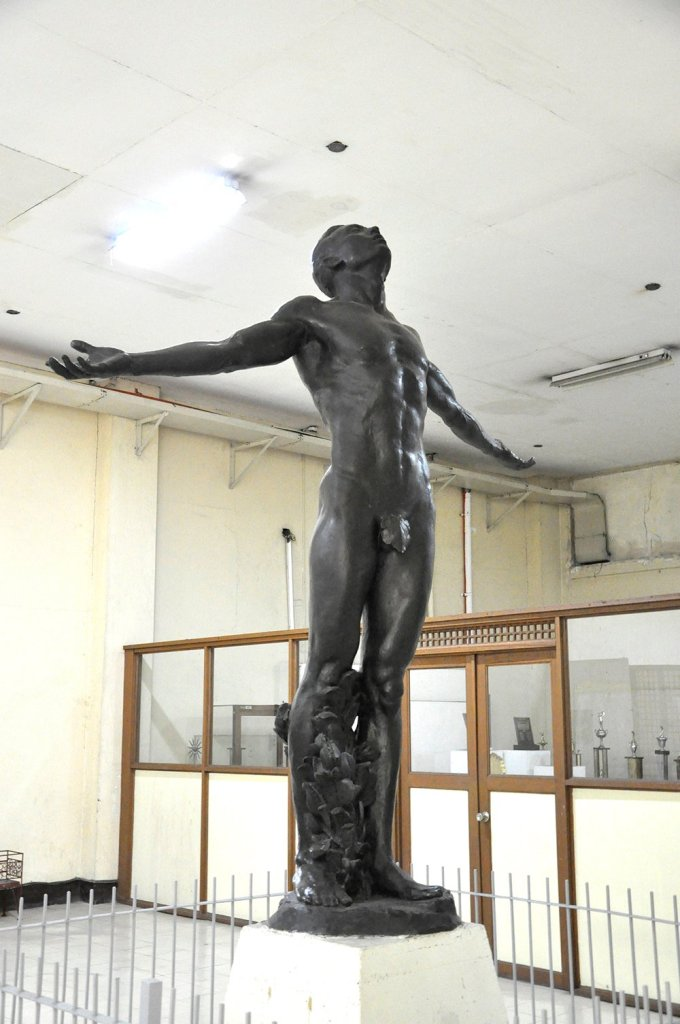 National Artist Guillermo Tolentino's original Oblation in the UP Diliman Main Library. (Photo by Misael Bacani, UP MPRO)