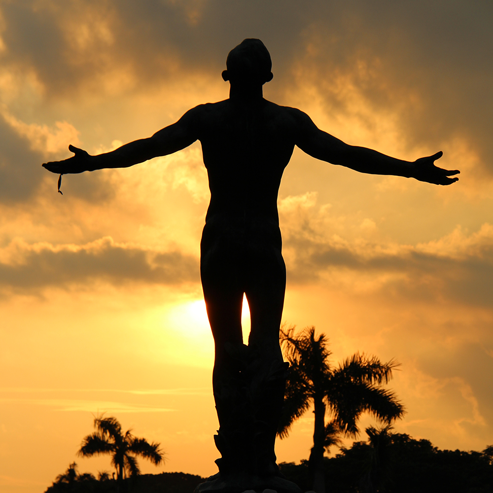 UP Diliman Oblation as the sun sets. (Photo by Jun Madrid, UP MPRO)