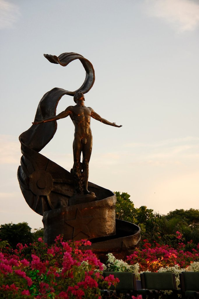 The UP Open University Oblation (Photo by Misael Bacani, UP MPRO)
