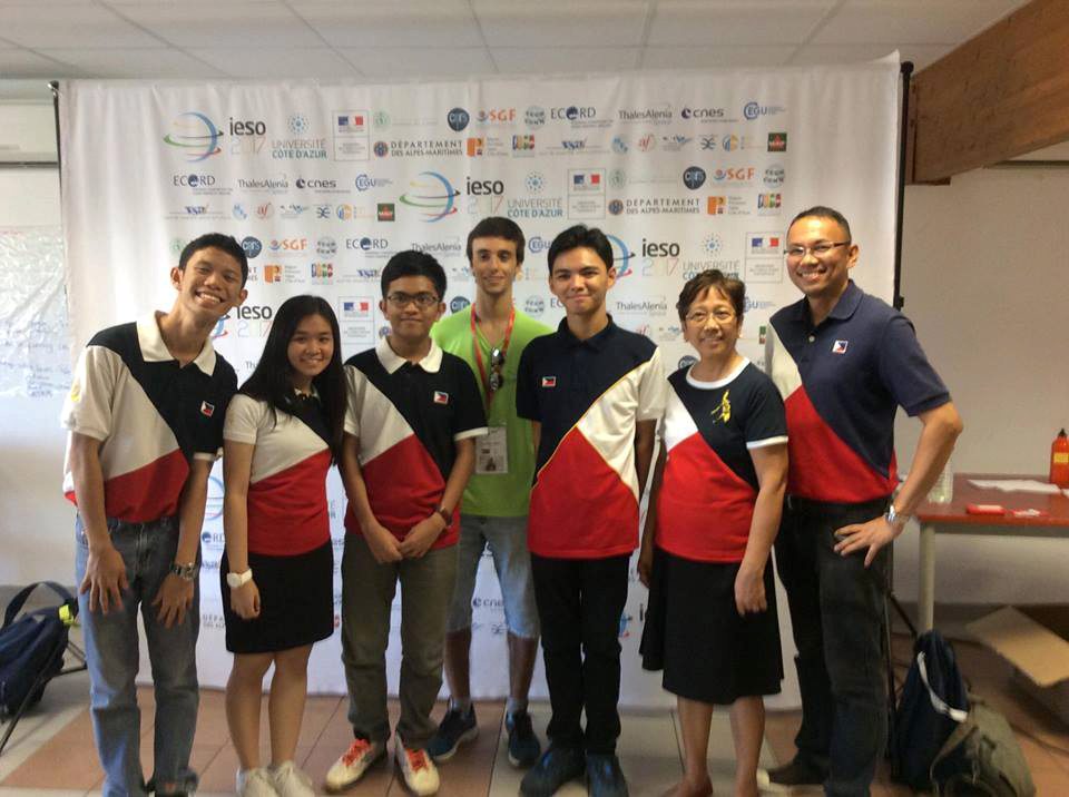 Team Philippines and their mentors at the IESO Welcome Trail