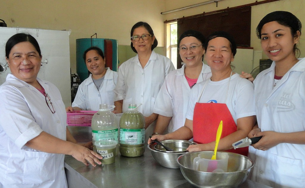 The oyster powder team at the Institute of Fish Processing and Technology, from left to right: Edna Monreal, Grace Palmos, Ernestina Peralta, Rose Mueda, Nona Andonaque, and Salve Sevilleno. (Photo from Institute of Fish Processing and Technology)