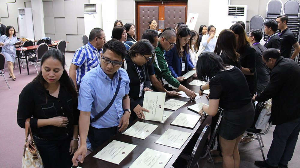 Cupscon 2, UP Cebu ends with distribution of certificates of participation. (Photo by Jun Madrid, UP MPRO)