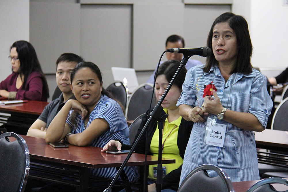 A question from the floor for former UP President Alfredo Pascual at Cupscon 2, UP Cebu (Photo by Jun Madrid, UP MPRO)