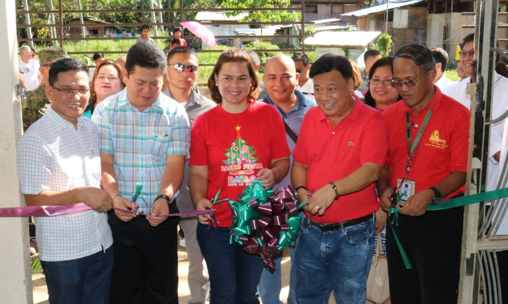 AT THE UP-MINDANAO TRAINING GYM ribbon-cutting ceremony are (front, left-to-right) UP-Mindanao Vice-Chancellor for Academic Affairs Nilo Oponda, Dept. of Public Works and Highways-XI Regional Director Allan Borromeo, Davao City Mayor Sara Duterte-Carpio, former congressman Isidro Ungab, and UP-Mindanao Vice-Chancellor for Administration Antonio Obsioma. Witnessing the ceremony from behind is Barangay Bago Oshiro chairperson Christopher Lapayag.