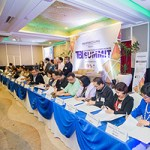 Heads of 20 higher education institutions, including Chancellor Sylvia Concepcion of UP Mindanao, sign a memorandum of understanding under the HEIRIT Program, at the First Philippine TBI Summit, held in Cebu City, November 24, 2017.