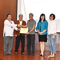 After presenting the history of the Padayon Public Service Office, Prof. Ferdinand Llanes, the first director of the UP Padayon Public Service Office, receives a certificate of recognition from Executive Vice President Ted Herbosa for his initiative. With them are Faculty Regent Patricia Arinto, UP Manila Chancellor Carmencita Padilla, and UP Baguio Chancellor Raymundo Rovillos. (Photo by Bong Arboleda, UP MPRO)