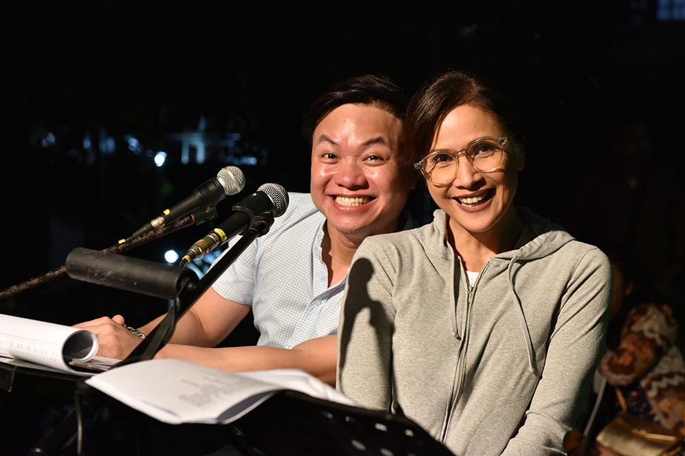 Emcees Ricci Chan and Agot Isidro, both UP alumni. (Photo by Bong Arboleda, UP MPRO)