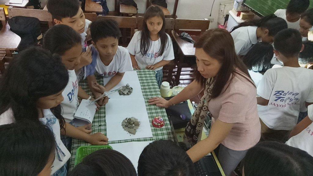 Public school teacher (Photo from the DepEd website, uploaded September 29, 2017, http://www.deped.gov.ph/stories/teacher-jenny-interactive-learning-effective-teaching)