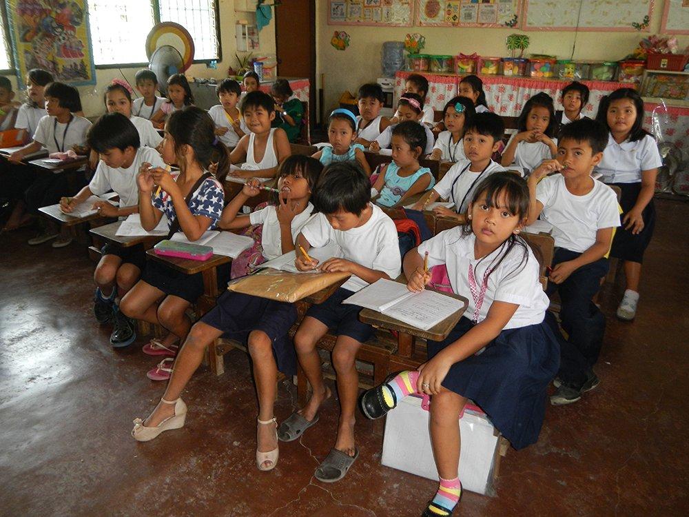 Second-graders in the Cabambangan (Poblacion), Bacolor, Pampanga Elementary School Barangay Cabambangan (Poblacion), Bacolor, Pampanga. Photo by Judgefloro, taken 23 February 2015 (Photo from Wikicommons, https://commons.wikimedia.org/wiki/File:Jf9633Cabambangan_Bacolor_Elementary_School_fvf_25.JPG)