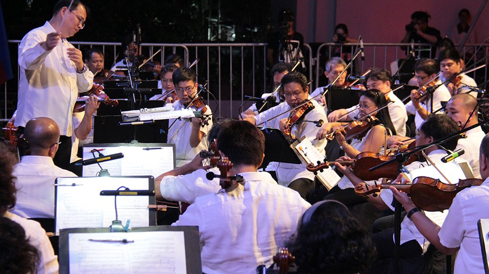 Maestro Herminigildo Ranera conducts the Philippine Philharmonic Orchestra in UP Diliman. Photo by Jun Madrid, UP MPRO)