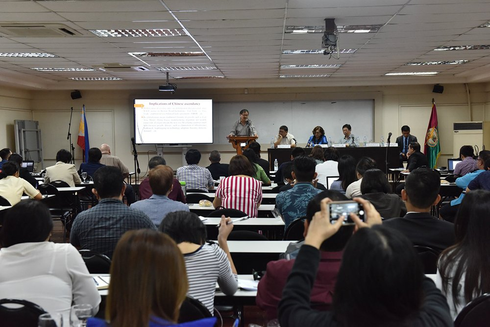 Conference participants discuss strategic forecasts in view of the rise of China as a global superpower. (Photo by Bong Arboleda, UP MPRO)