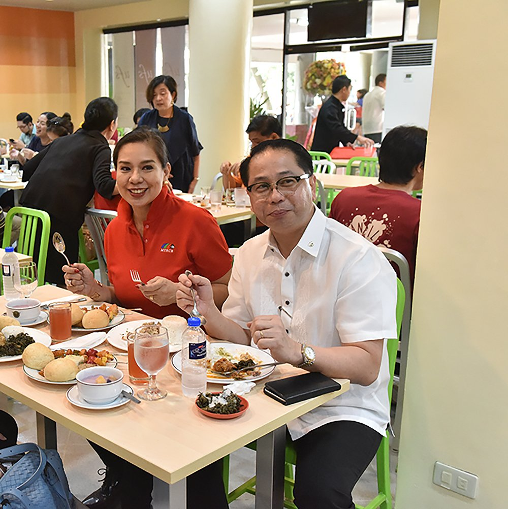 Pres. Concepcion with Atty. Gabby Concepcion trying out UFS's assorted viands. (Photo by Bong Arboleda, UP MPRO)