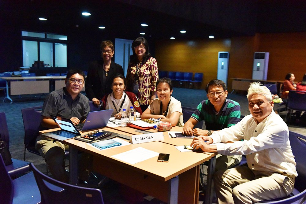 Participants from UP Manila with resource person Dr. Lourdes Ignacio, Chancellor Carmencita Padilla, and technical working group member Dr. Anselmo Tronco discuss the action plan for their campus. (Photo by Bong Arboleda, UP MPRO)