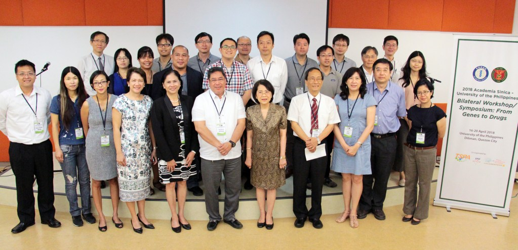 Guests and presenters at the Academia Sinica-UP Bilateral Symposium pose for a photograph. (Photo by Jun Madrid, UP MPRO)