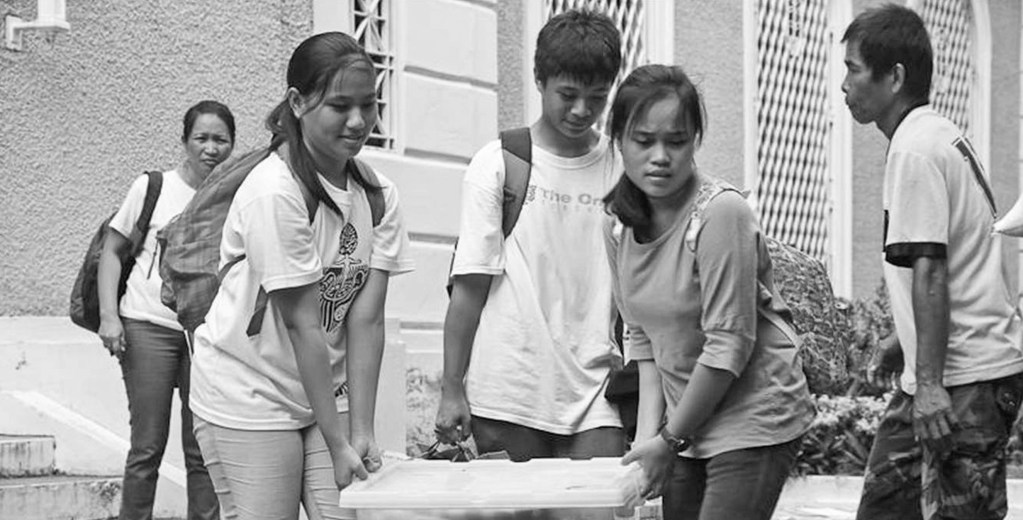 UPV students and staff prepare relief goods to be delivered to communities stricken by Super-Typhoon Yolanda. (Photo from UP Visayas)