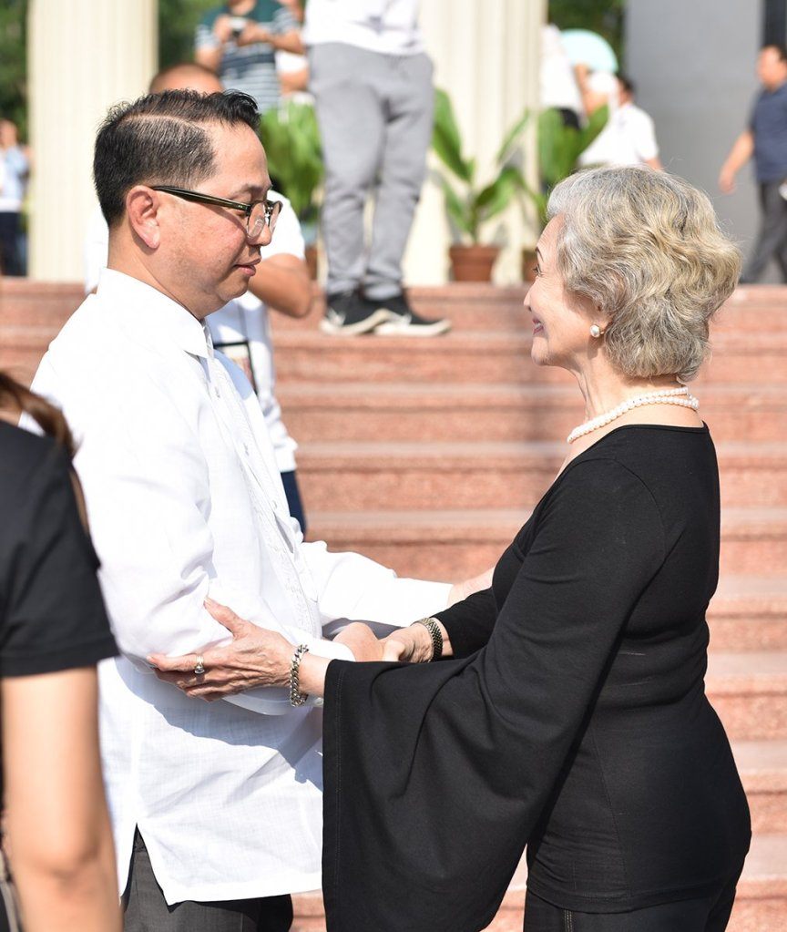 SEJA's widow, Gloria Manalang Angara, is welcomed by UP President Danilo Concepcion at the steps of Quezon Hall. (Photo by Abraham Arboleda, UP MPRO)