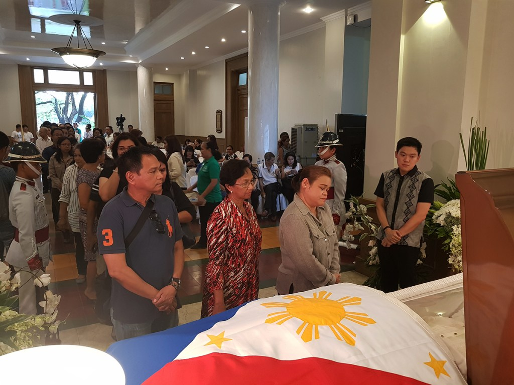 People lining up to pay their last respects to the former Senate and UP President at the lobby of Malcolm Hall (Photo by Arlyn Romualdo, UP MPRO)