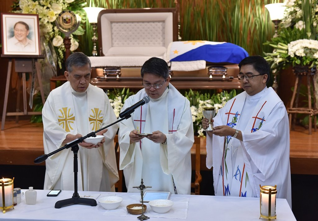 Fr. Villarin (middle) leads the consecration. With him are Fr. Inocencio (left) and Fr. Maranan. (Photo by Abraham Arboleda, UP MPRO)