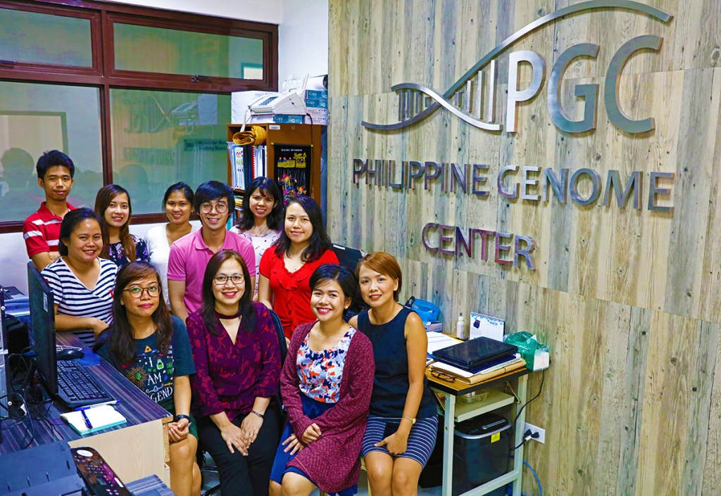 Dr. Bautsita poses with staff from the PGC and the PCARI Shared Genomics Core Laboratory. (Photo by El Bacani, UP MPRO)