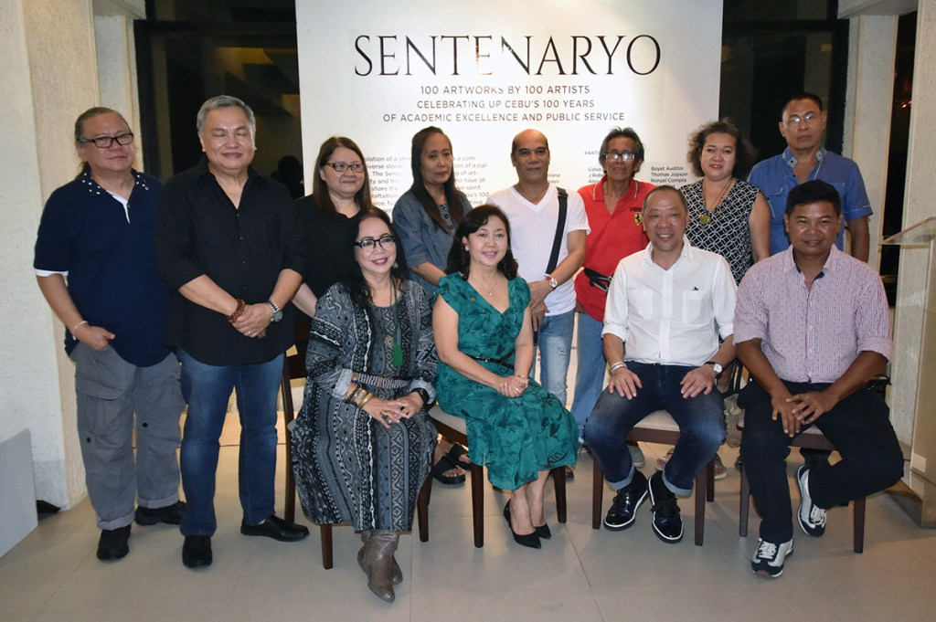 """Participating artists in the """"Sentenaryo"""" art exhibit from the pioneer batch of the UP Cebu Fine Arts Program with UP Cebu Chancellor Liza Corro, College of Communication, Art, and Design Dean Juanito Karl Roque, and guests of honor Charlie Co and Manny Montelibano. (Photo by Bong Arboleda, UP MPRO)"""