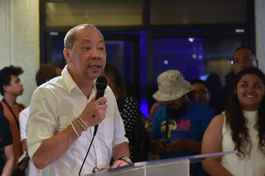 "Bacolod-based artist Charlie Co delivers an inspirational message during the launch of UP Cebu's ""Sentenaryo"" art exhibit. (Photo by Bong Arboleda, UP MPRO)"