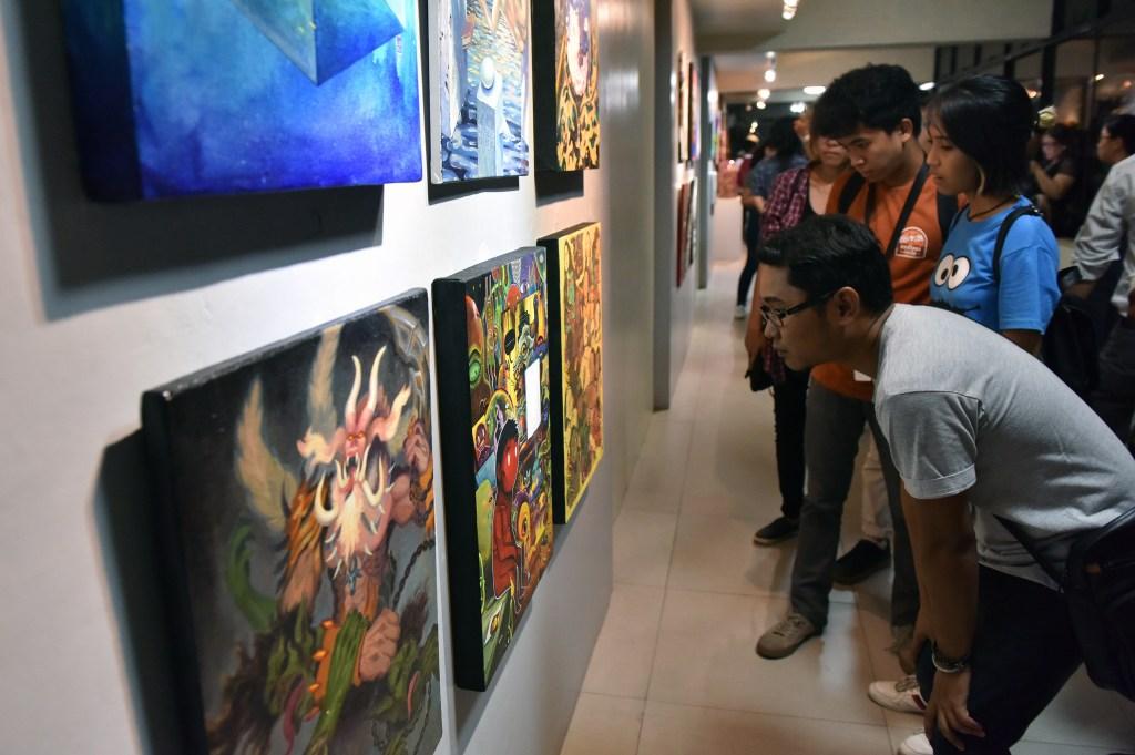 "Guests view the artworks featured in UP Cebu's ""Sentenaryo"" art exhibit at the Jose T. Joya Gallery. Photo by Bong Arboleda, UP MPRO)"