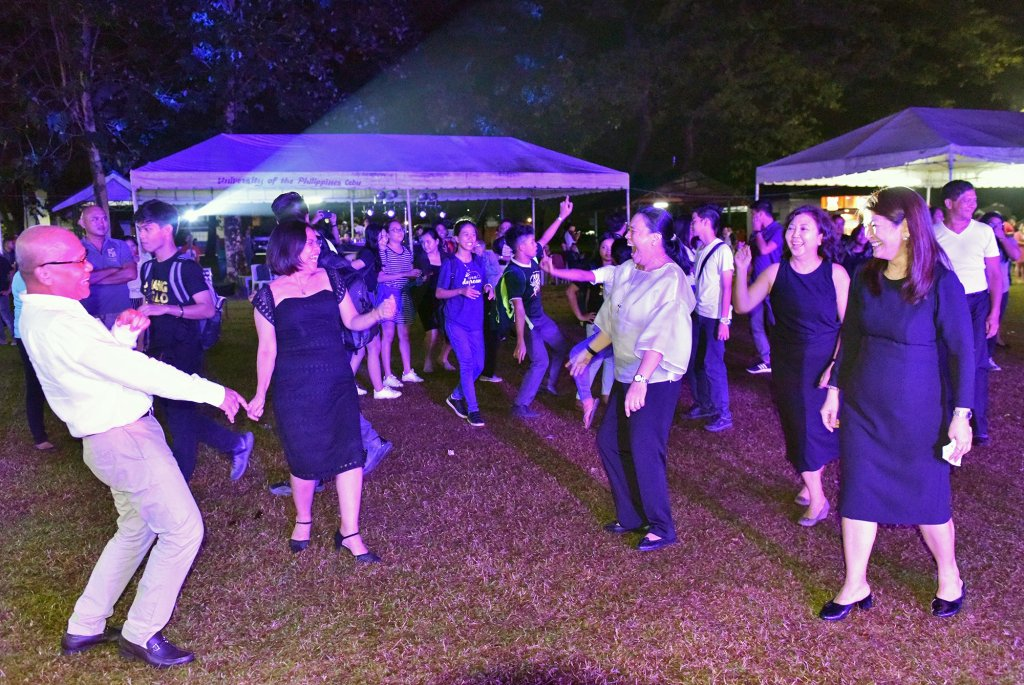Chancellor Liza Corro and batchmates in UP Law dance in the cookout party.