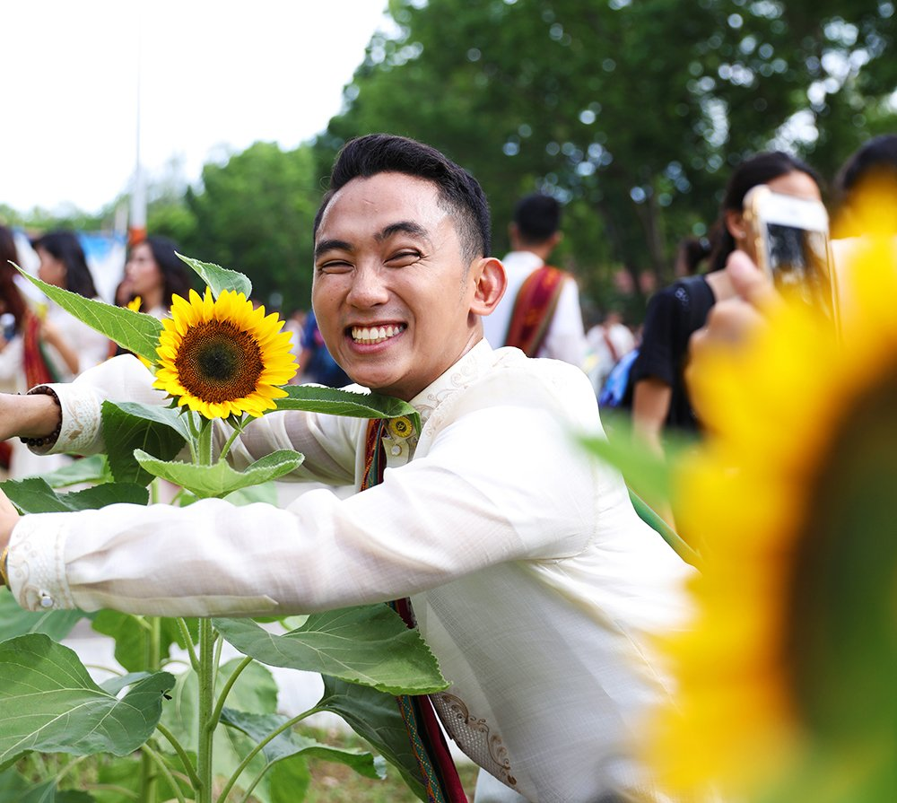 People love taking photos with the sunflowers in Miagao, too. (Photo by Misael Bacani, UP MPRO)