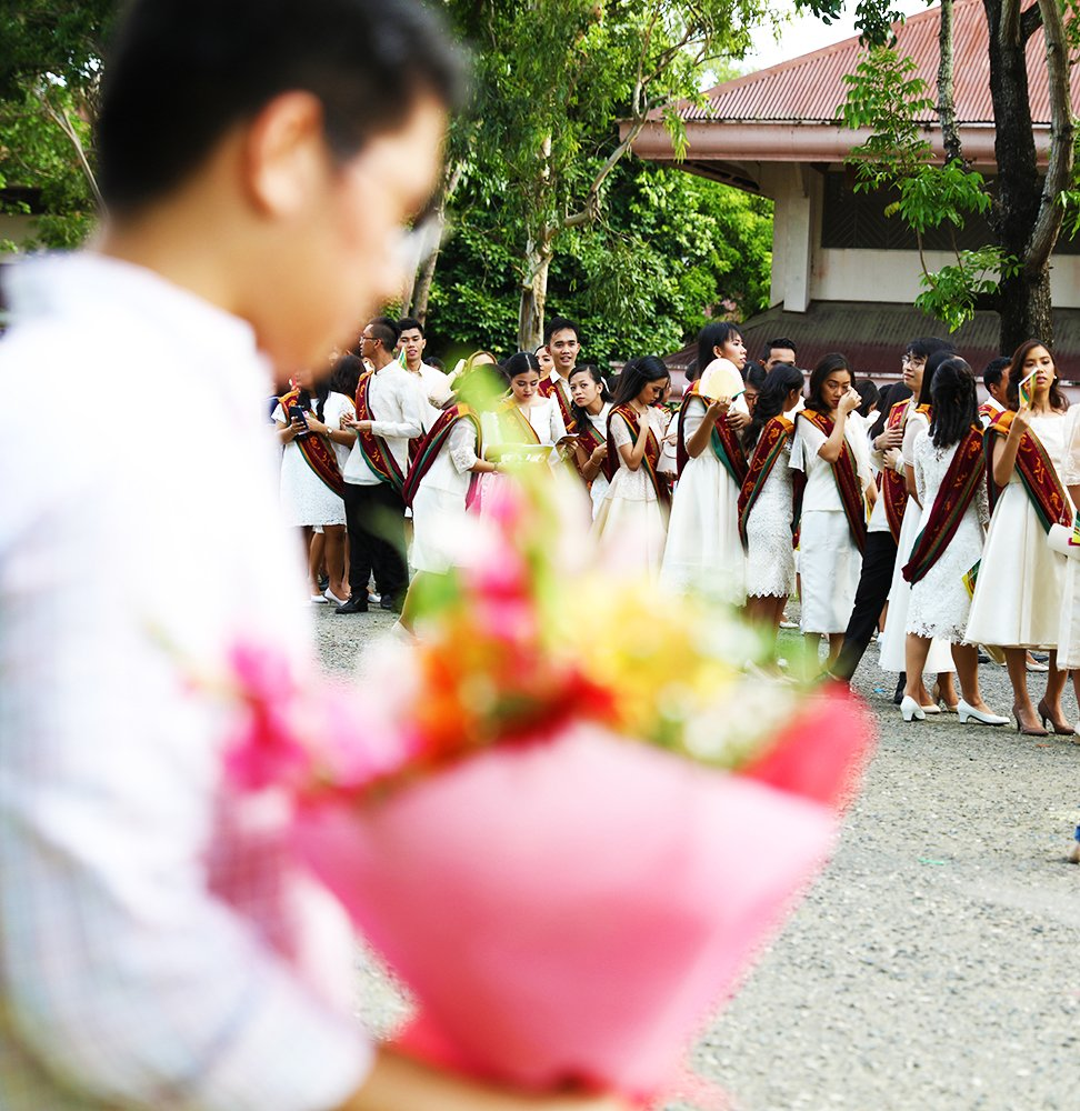 The processional hasn't started yet but someone's already waiting to give this bouquet to a graduate. (Photo by Misael Bacani, UP MPRO)