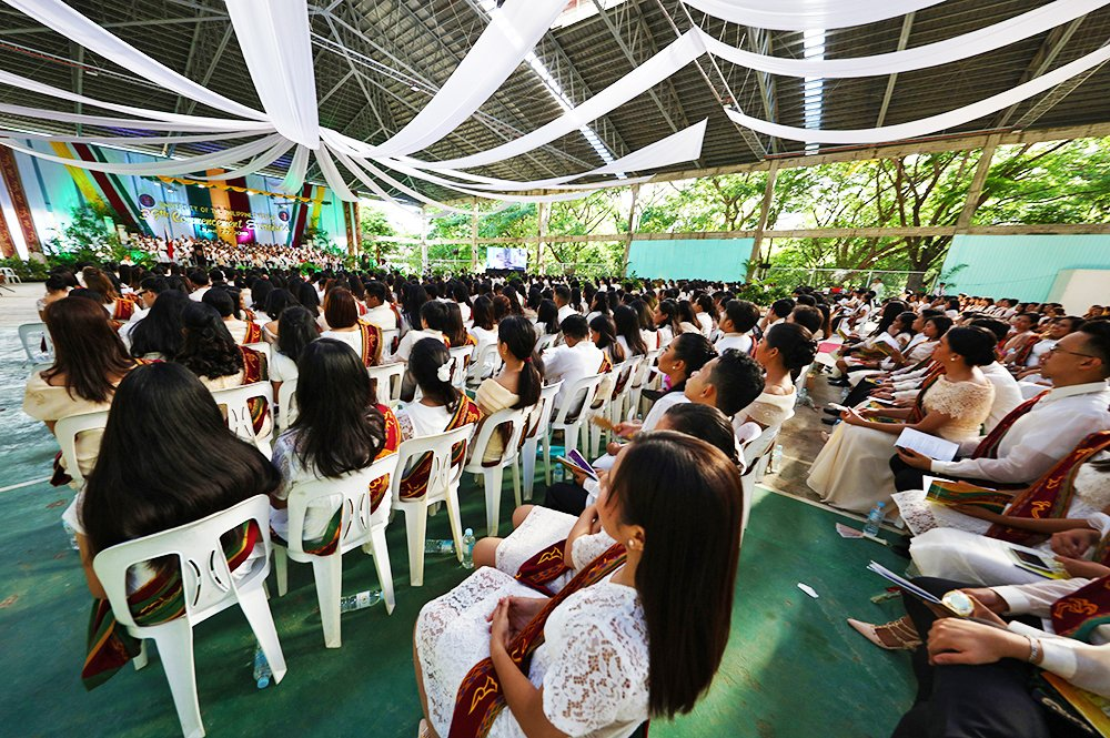 Waiting to be presented as candidates for graduation (Photo by Misael Bacani, UP MPRO)