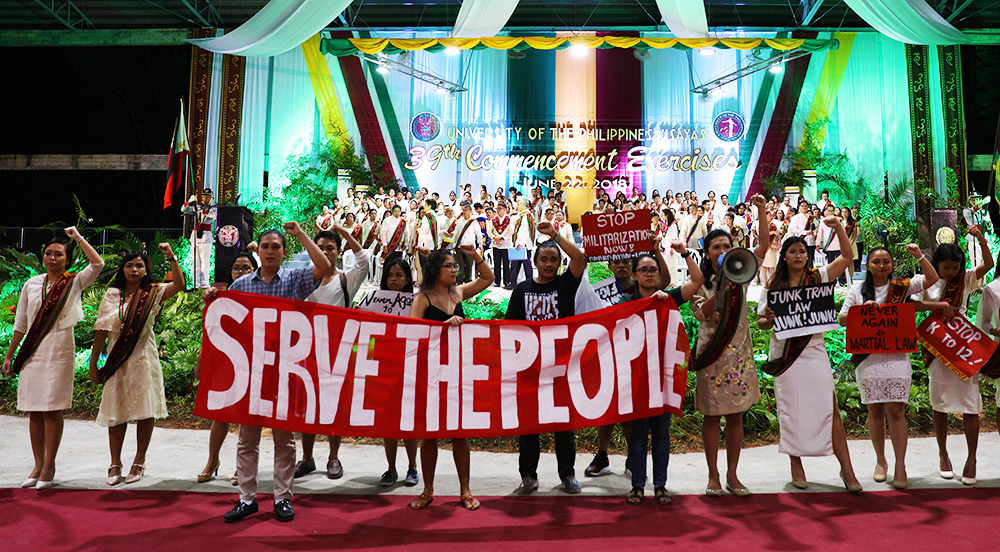 """The University Hymn, """"UP Naming Mahal,"""" serves as the backdrop of lightning rallies during commencement exercises. It is no different in UPV. (Photo by Misael Bacani, UP MPRO)"""