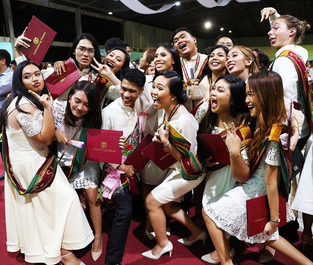 The end of the formal ceremonies allows the graduates to let loose with wacky poses. (Photo by Misael Bacani, UP MPRO)