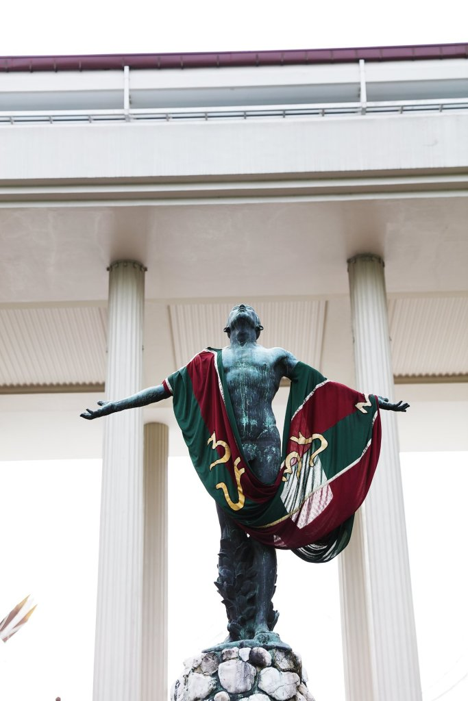 UP Diliman's Oblation with a Sablay (Photo by Misael Bacani, UP MPRO)