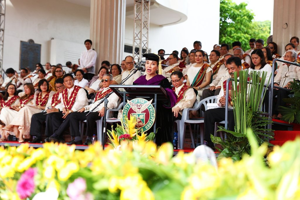 A somber moment during Sen. Loren Legarda's commencement speech (Photo by Misael Bacani, UP MPRO)