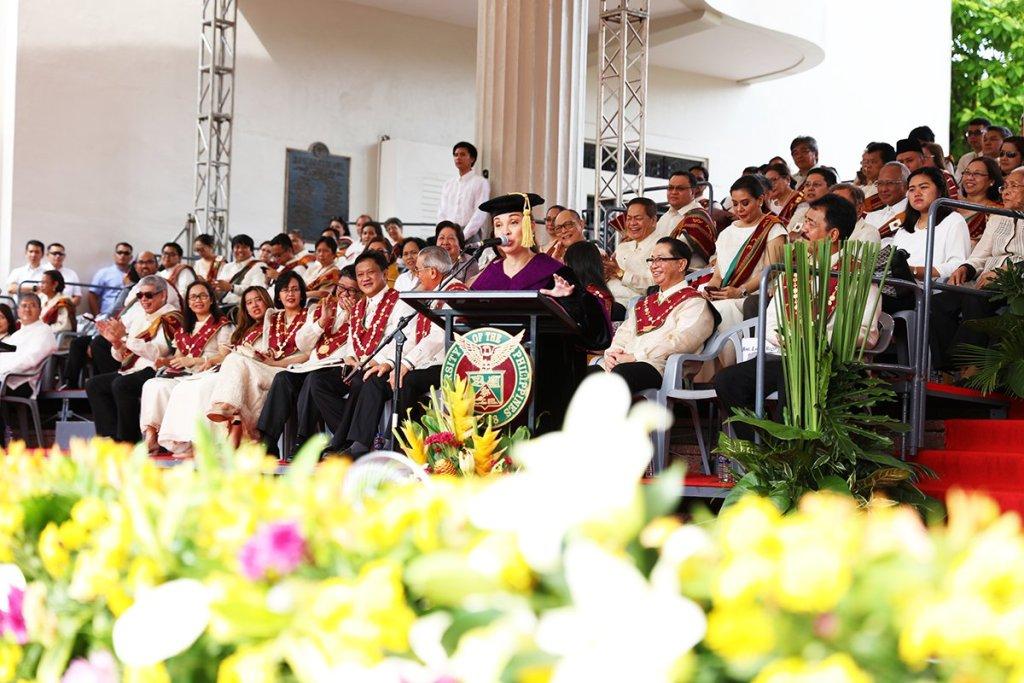 A light moment during Sen. Loren Legarda's commencement speech (Photo by Misael Bacani, UP MPRO)