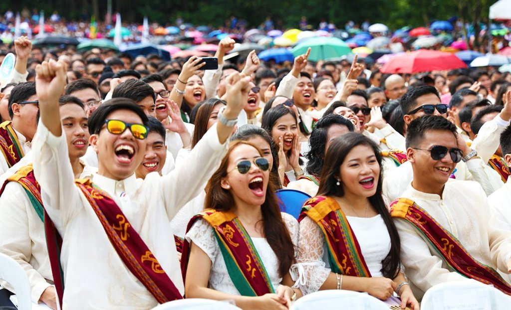 Candidates for graduation cheer their college's top academic honorees. (Photo by Misael Bacani, UP MPRO)