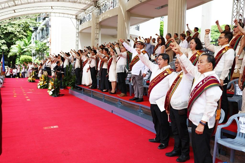 The University's highest-ranking academics sing the University Hymn. (Photo by Misael Bacani, UP MPRO)