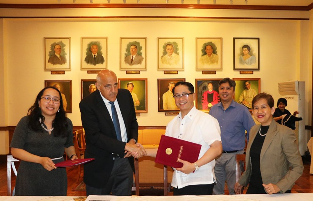 UP-Stanford University law education collaboration led by WSD Handa Center for Human Rights and International Justice at Stanford University Executive Director Prof. David J. Cohen, Ph.D. and UP President Danilo L. Concepcion (Photo by Pedro Malicdem Jr., UP College of Law)