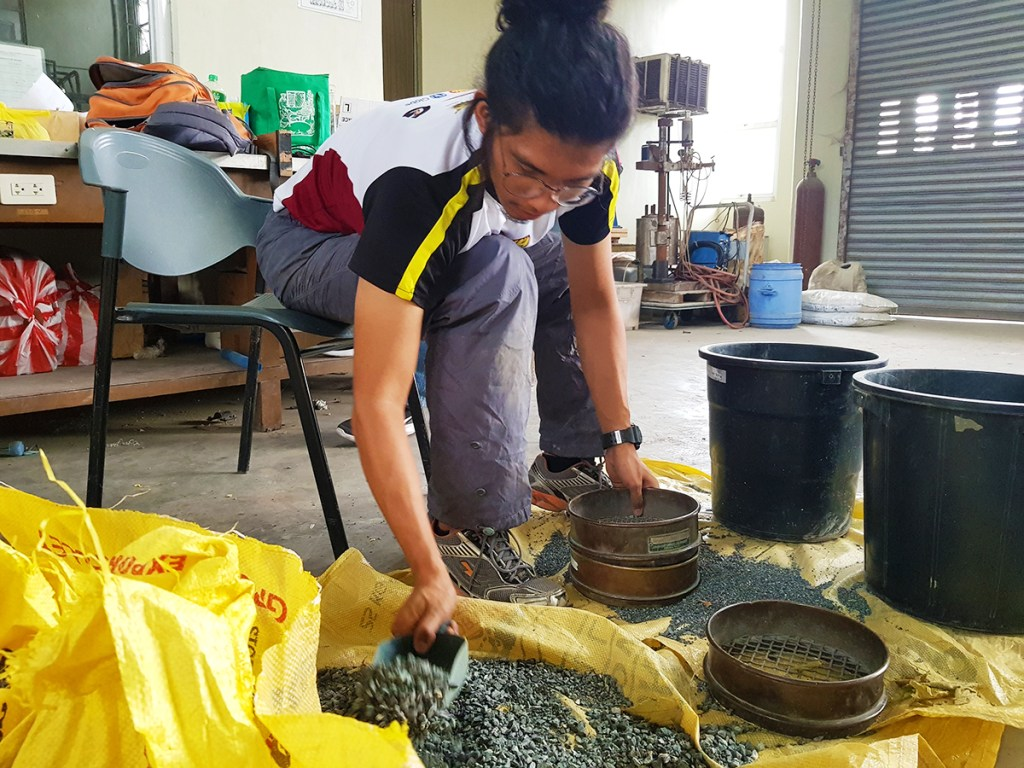 A member of the CLINN-GEM research team sifting for gold. (Photo by Celeste Llaneta, UP MPRO)