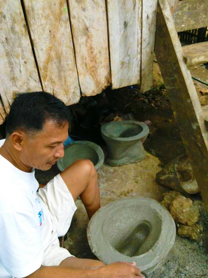 Toilet bowls being produced by residents of Barangay Antipolo in Del Carmen, Surigao del Norte (Photo courtesy of the Local Government of Del Carmen, Surigao del Norte)