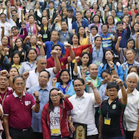 """President Danilo Concepcion sings """"UP Naming Mahal"""" with other UP officials and organizers and delegates of the UP System-wide Administrative Management and Staff Conference 2018."""