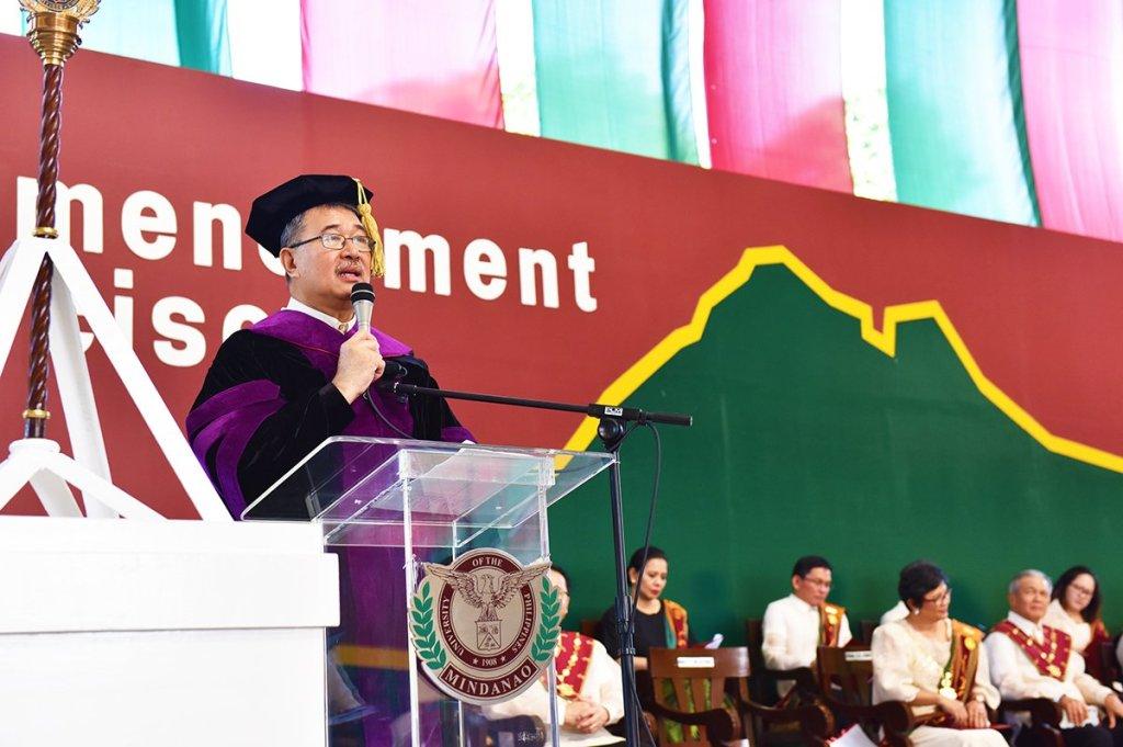 DOST Fortunato de la Peña delivering his commencement address. (Photo by Bong Arboleda, UP MPRO)
