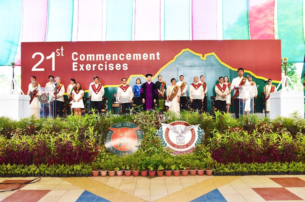 UP and UP Mindanao officials onstage following the processional, with commencement speaker and DOST Fortunato de la Peña in black toga in the middle, and UP President Danilo Concepcion to his right. (Photo by Bong Arboleda, UP MPRO)