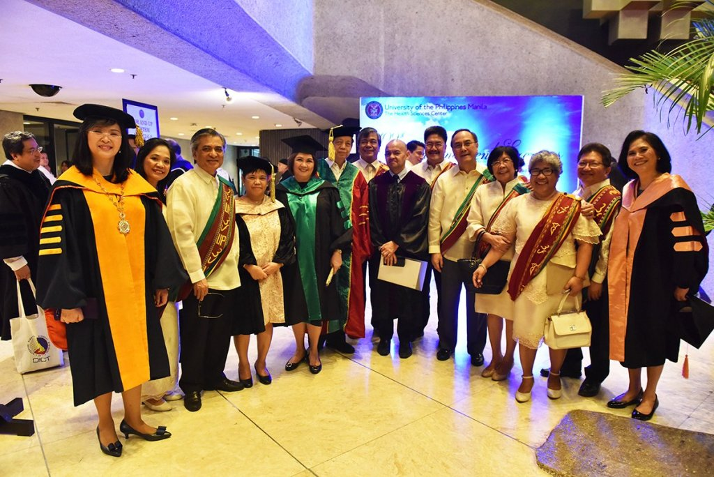 University of the Philippines System and UP Manila officials pose with Supreme Court Associate Justice Marvic M.V.F. Leonen at the Philippine International Convention Center lobby prior to the UP Manila Commencement Exercises. (Photo by Abraham Arboleda, UP MPRO)