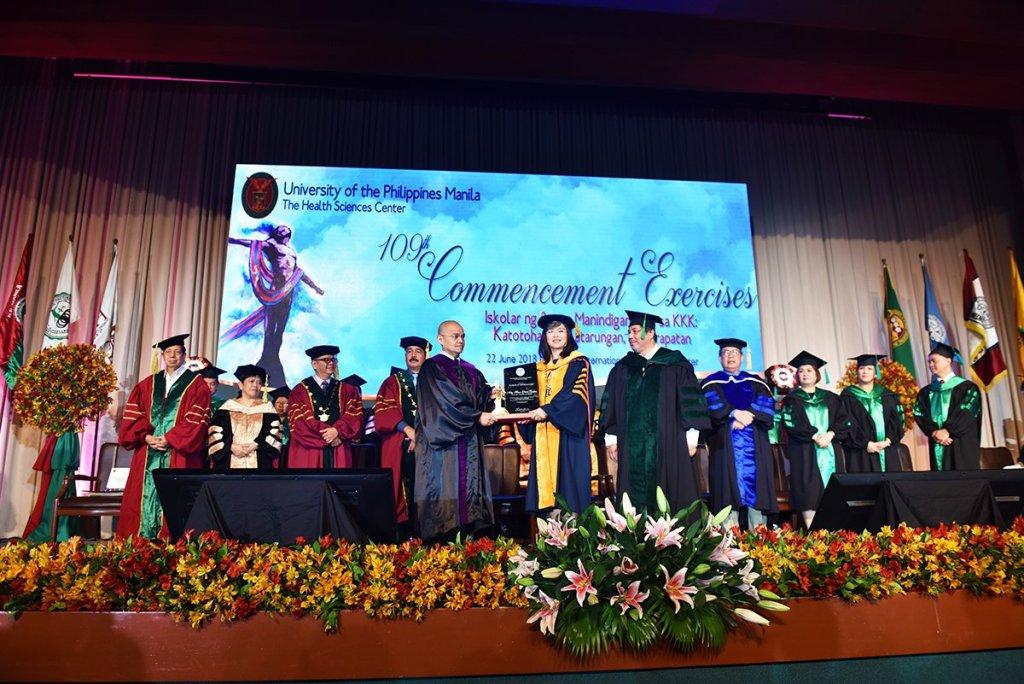 Supreme Court Associate Justice Marvic M.V.F. Leonen receives the Plaque of Appreciation from UP Manila Chancellor Carmencita D. Padilla. (Photo by Abraham Arboleda, UP MPRO)