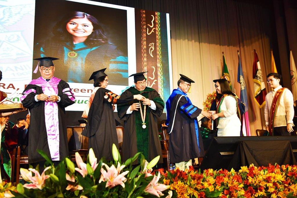 UP officials, together with Chancellor Carmencita D. Padilla, distribute diplomas, award medals, and assist in the hooding of UP Manila graduates. (Photos by Abraham Arboleda, UP MPRO)